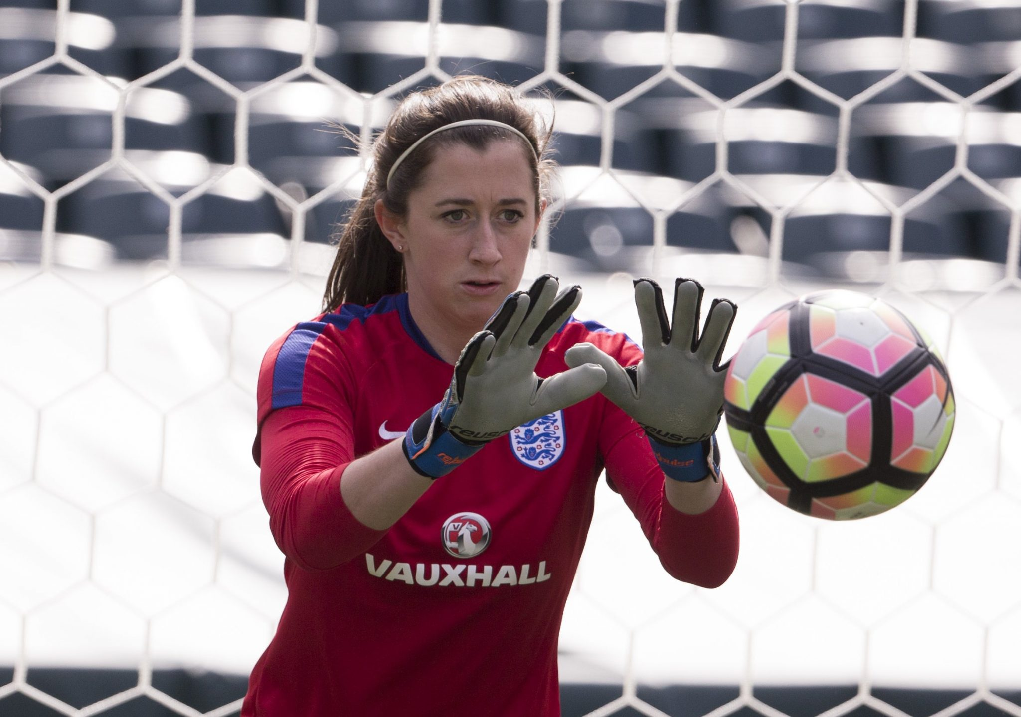 Chelsea FC Women sign goalkeeper Lizzie Durack - She Kicks Women s ... 8ca2e498cc