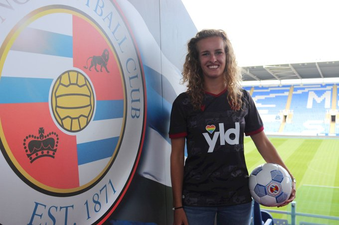 Maxime Bennink in front of Reading FC Crest