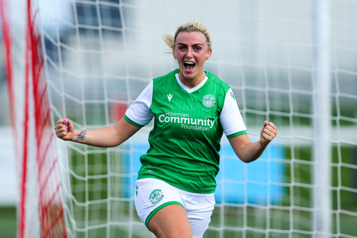 Hibs two-goal Siobhan Hunter