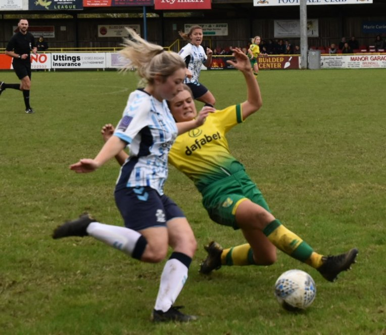 Norwich City edged Cambridge United 3-2.