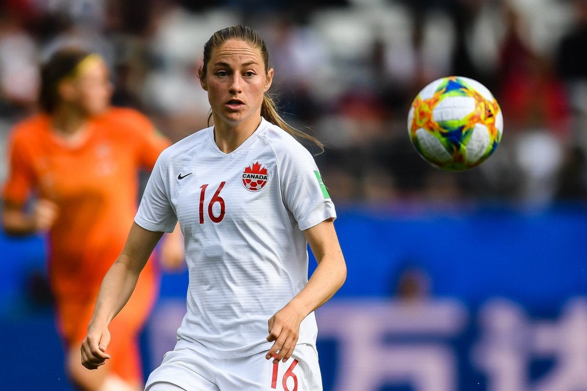 Janine Beckie shortlisted for-Camada Soccer award