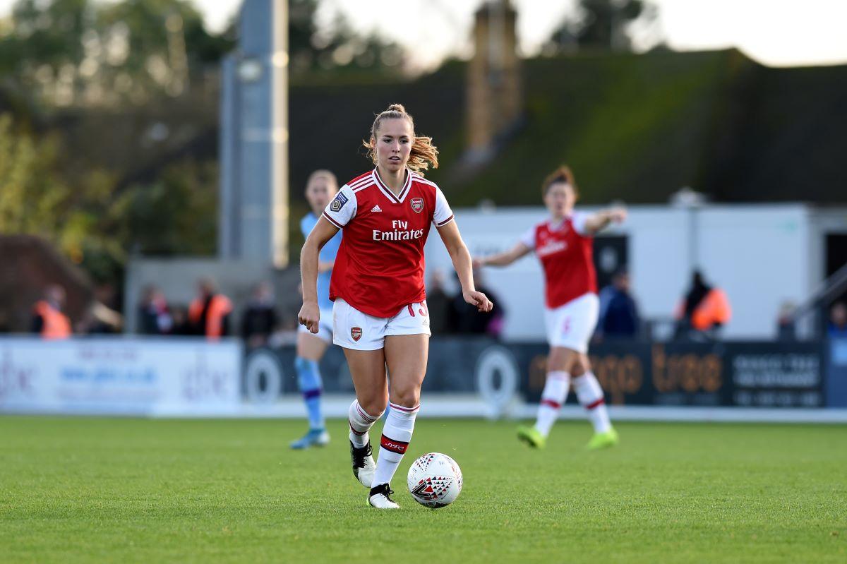 Lia Walti signs new Arsenal contract