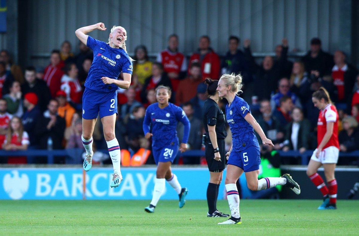 Maria Thorisdottir of Chelsea celebrates scoring winner against Arsenal