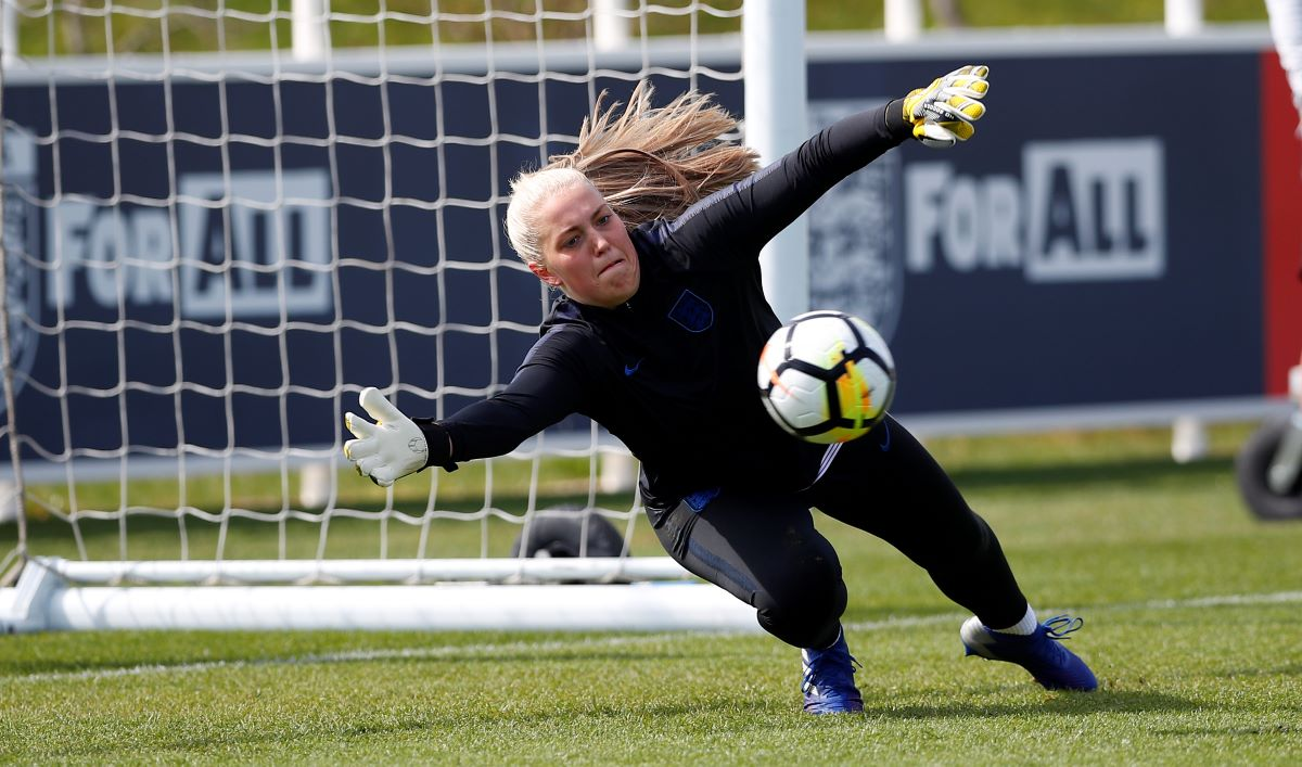 Emily Ramsey signs new Man utd deal