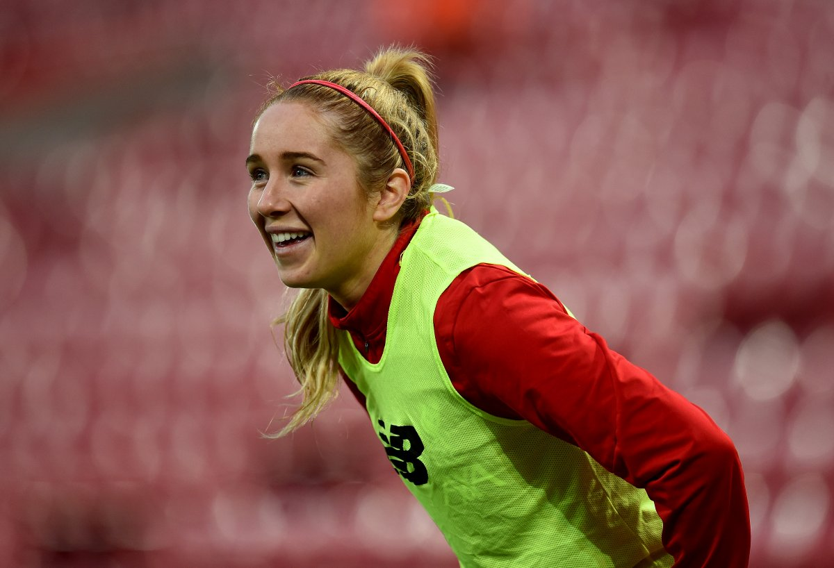 Missy Bo Kearns signs pro contract at Liverpool