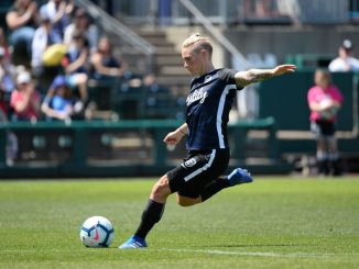 Jess Fishlock signs new deal with Seattle Reign