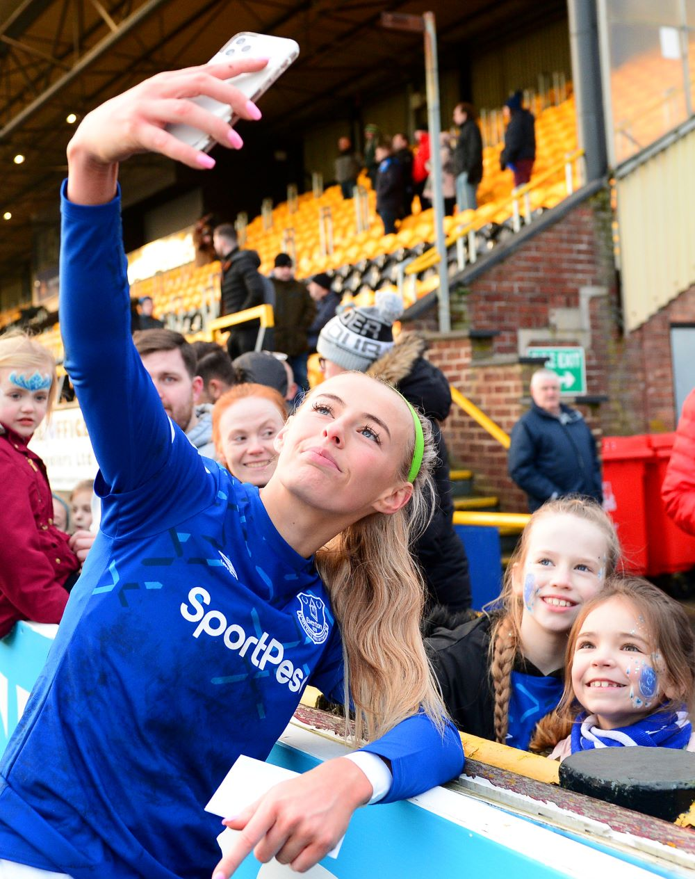 Chloe Kelly with young Everton fans