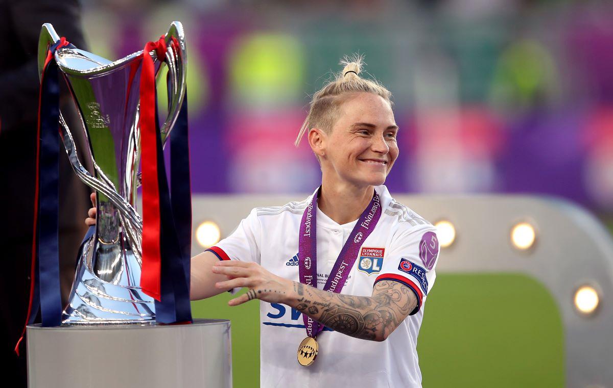 Lyon's Jess Fishlock with UWCL trophy in 2019