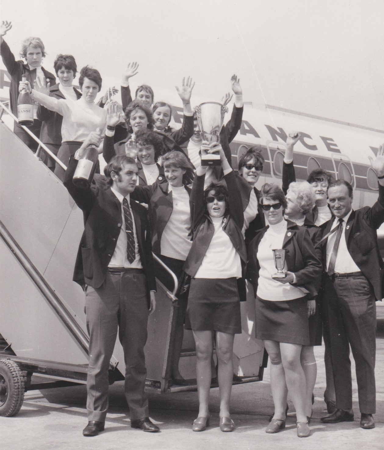 Manchester Corinthians returning from the Reims tournament with the trophy (photo courtesy of Margaret Shepherd)