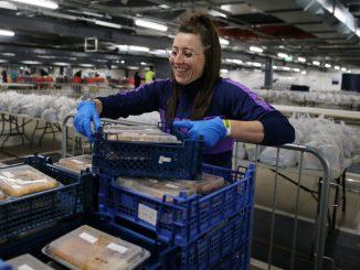 Spurs Women volunteering