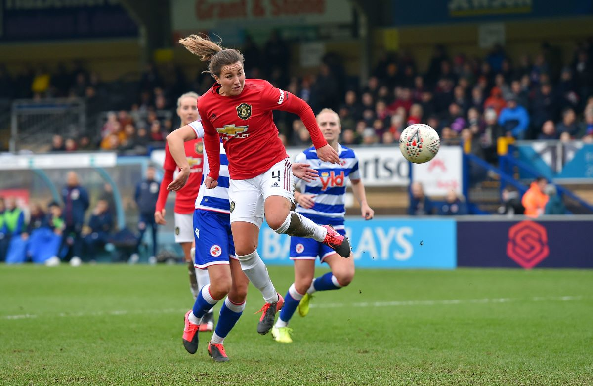 Amy Turner signs new Man Utd deal