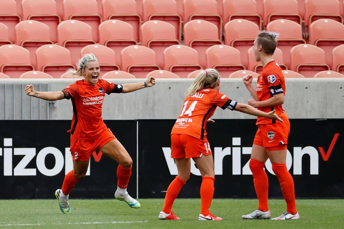 Rachel Dlay celebrates with Houston Dash teammates