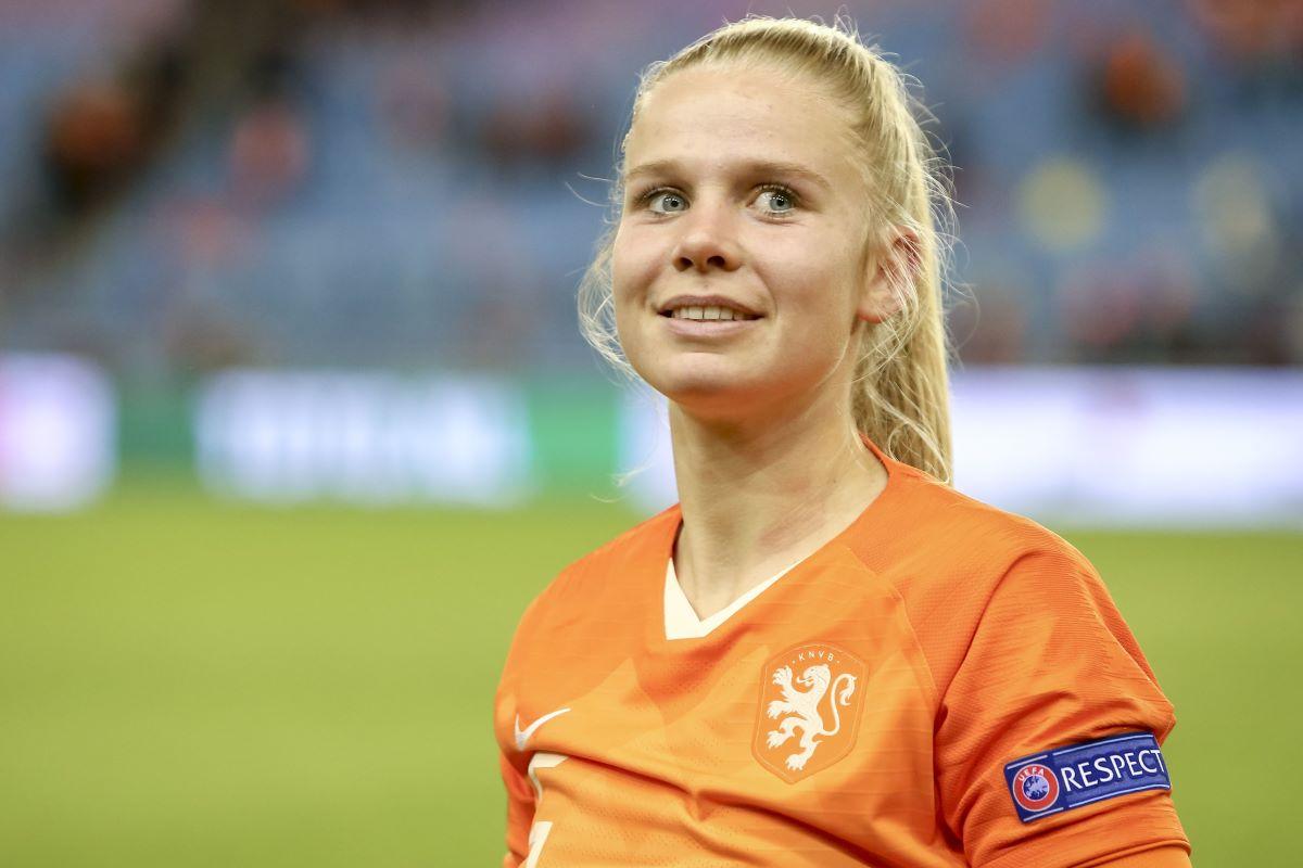 Kika van Es leaves Everton