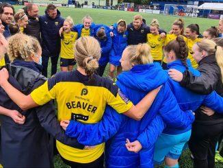 Oxford United huddle