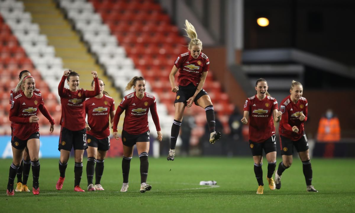 Manchester United joy at penalties win