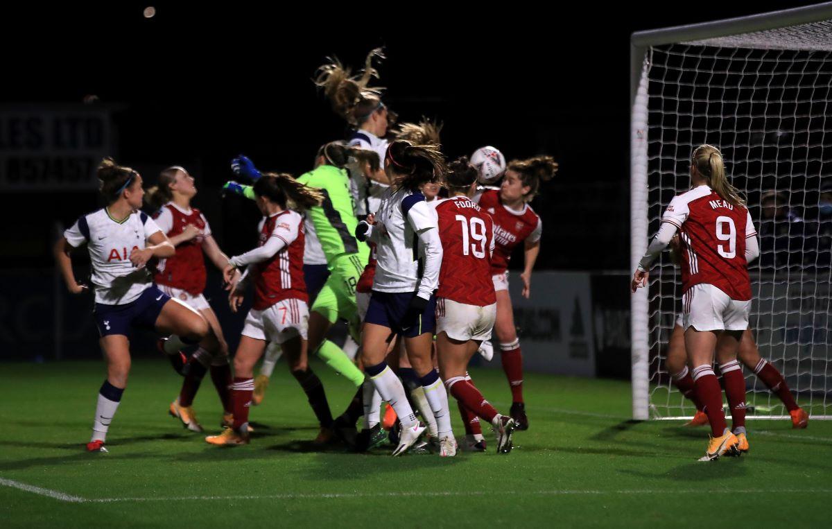 Tottenham Hotspur's Shelina Zadorsky scores