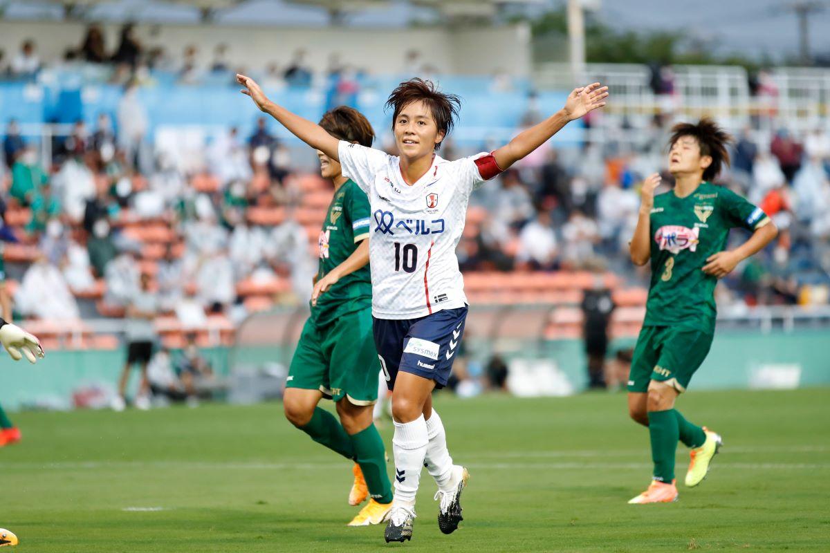 Aston Villa's new signing, Mana Iwabuchi