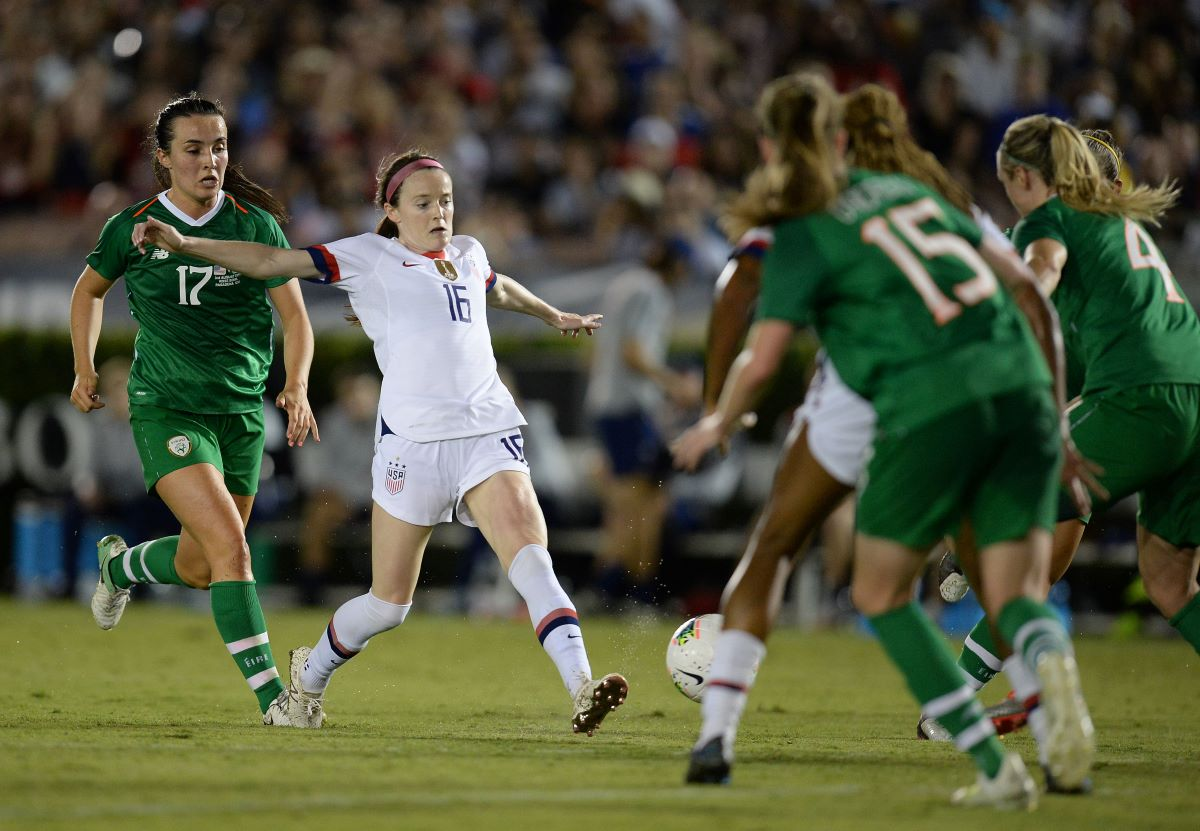 Rose Lavelle pursued by Niamh Farrelly (17)