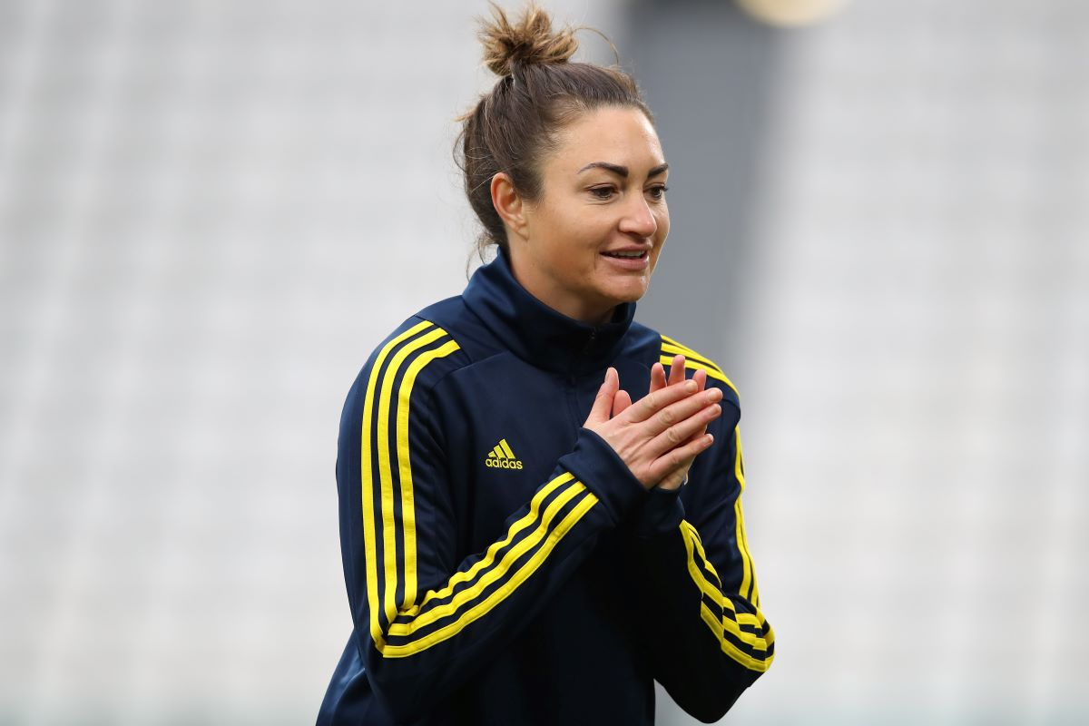 Lyon's Jodie Taylor extends deal