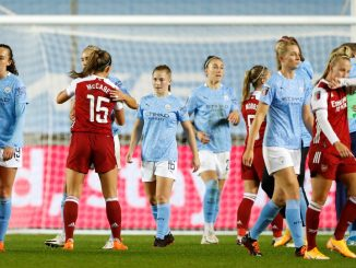 Manchester City Women and Arsenal shake hands