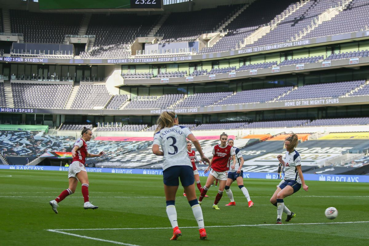 Caitlin Foord scores Arsenal's first
