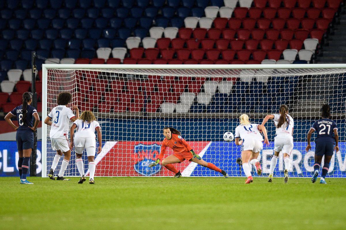 Lyon's Wendie renard scores from the spot