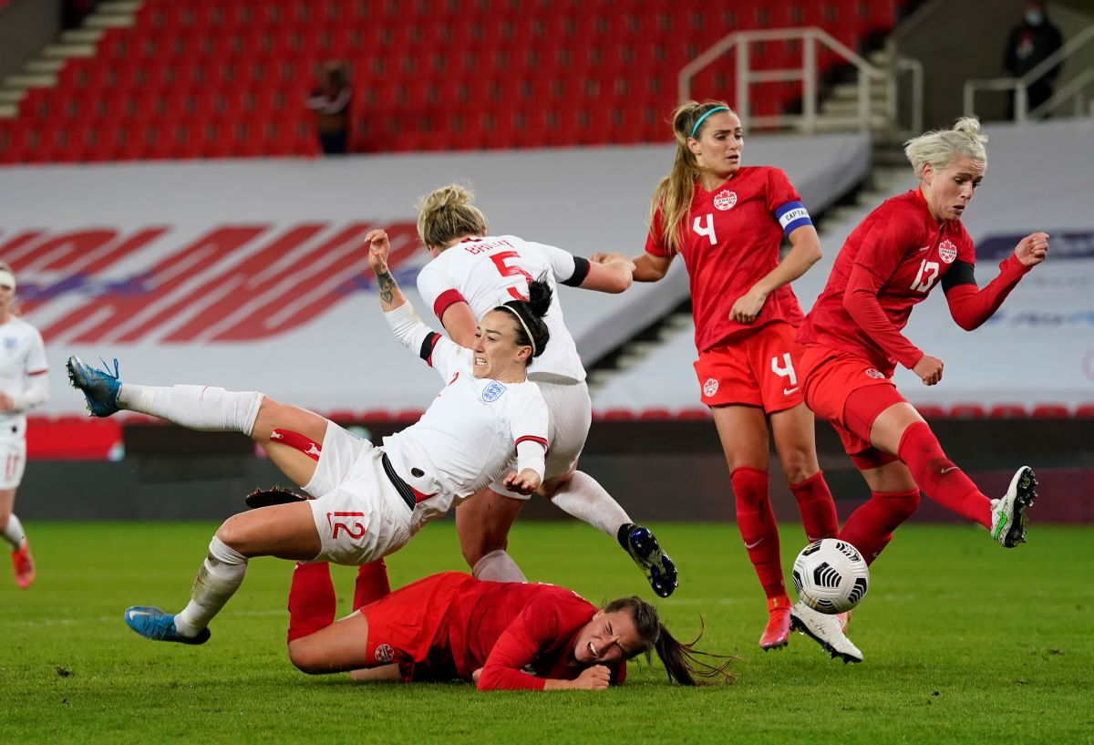 Lucy Bronze tries for a late consolation
