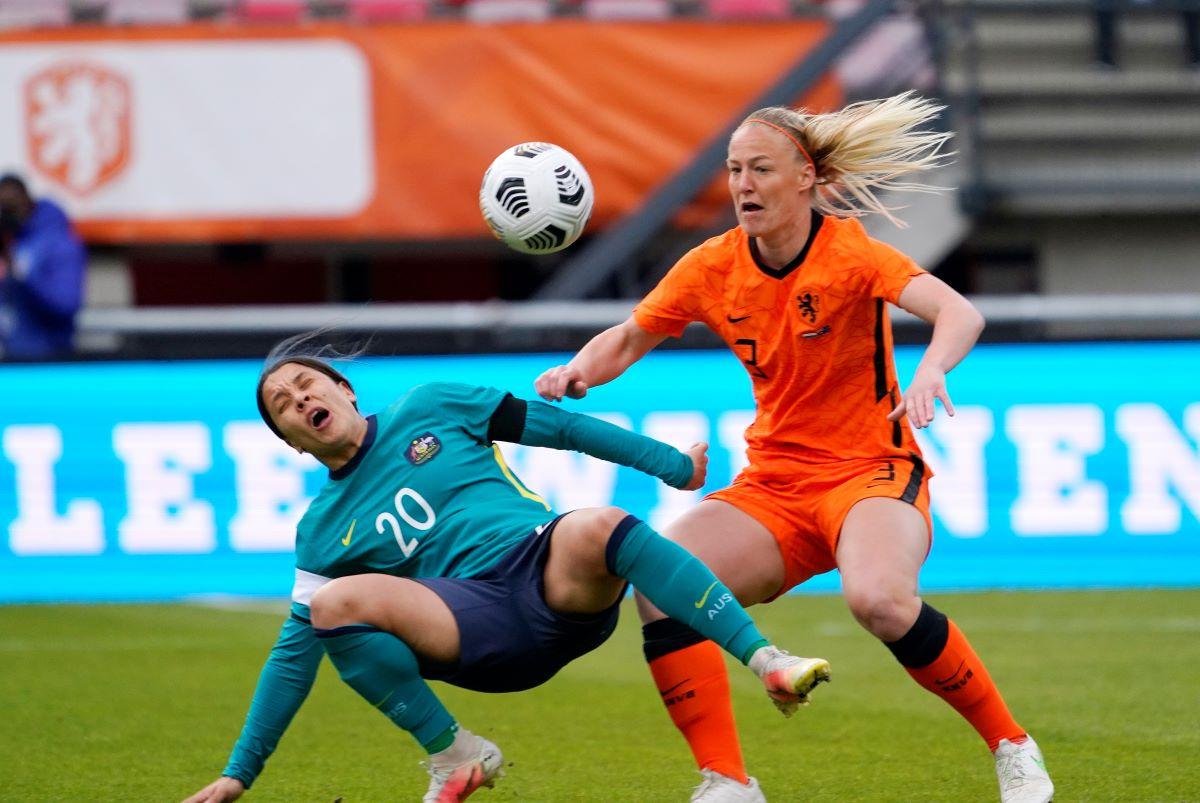 Netherlands thrash Australia
