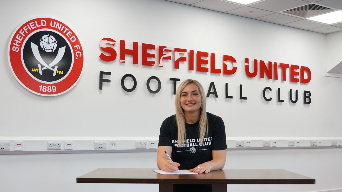Sheffield United's Maddy Cusack commits