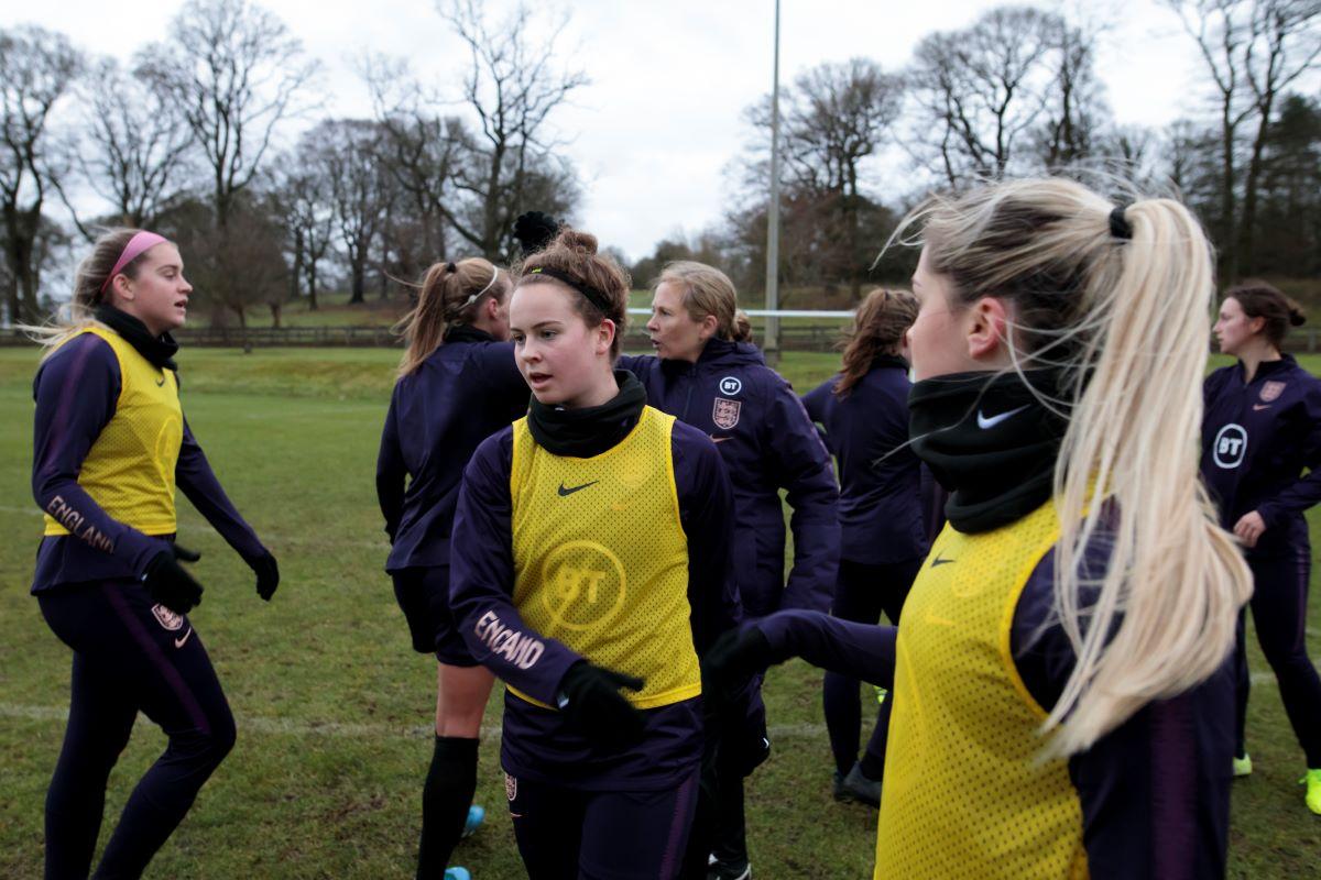 Entrenamiento femenino sub-19 de Inglaterra