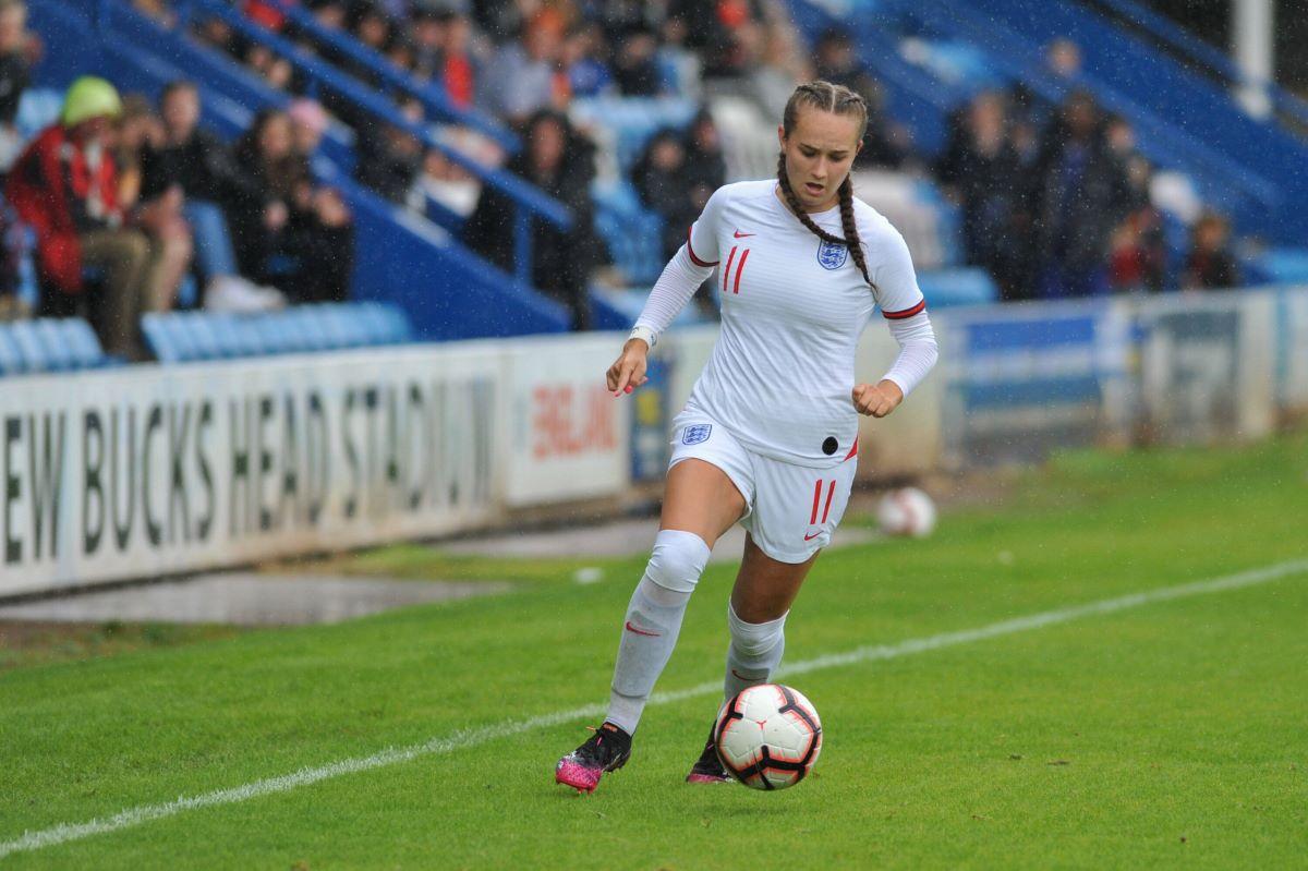 Lucy Watson anotó dos goles para Inglaterra Sub-19