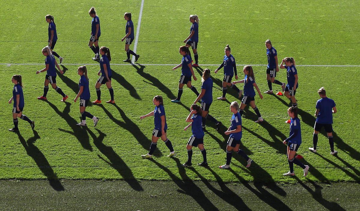 Scotland players warm up