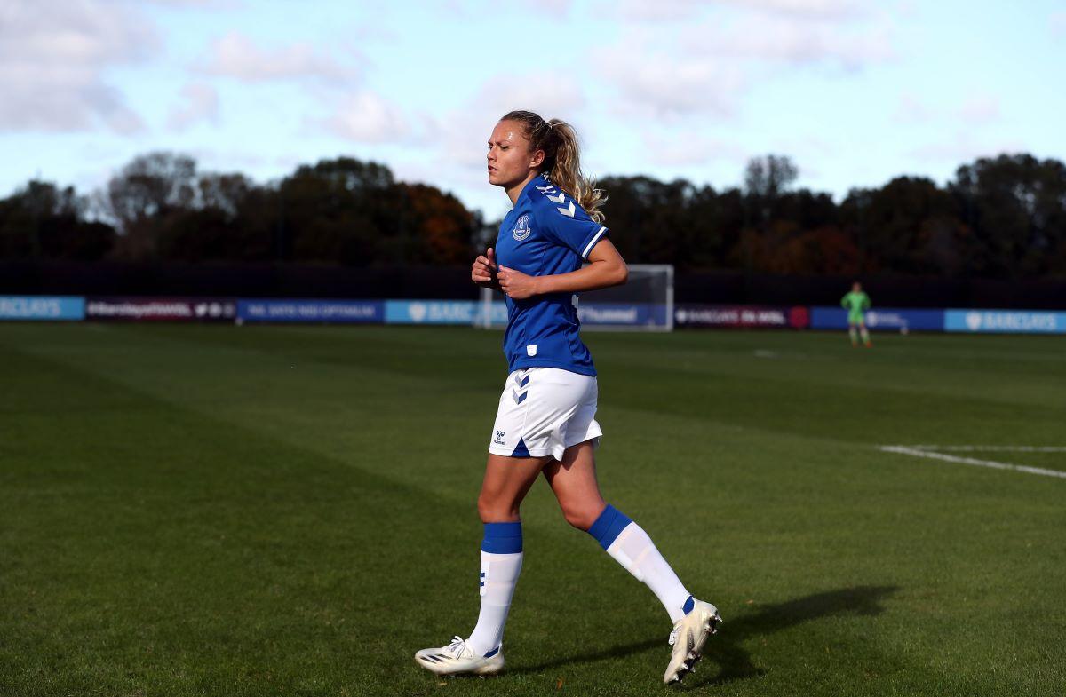Claire Emslie, dos goles del Everton