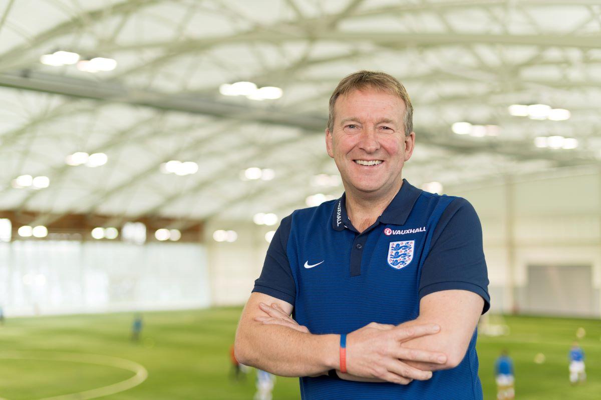 David Faulkner deja el puesto de FA
