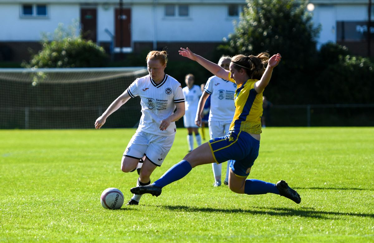 Swansea City beat Barry Town United